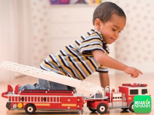Xe đồ chơi thông minh cho bé