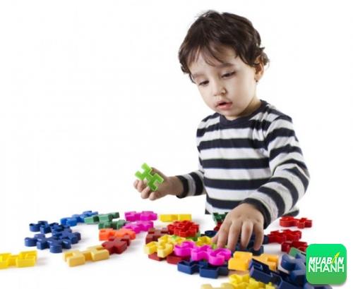 Đồ chơi chính là cầu nối cảm xúc quan trọng của bé tự kỷ với thế giới bên ngoài