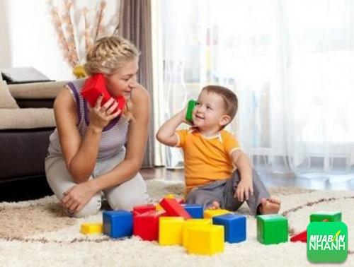 Khi vui chơi, trẻ sẽ được rèn luyện sự nhanh nhẹn, khéo léo và phát triển cảm xúc, khả năng giao tiếp