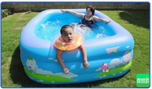 Với bể bơi mini tại nhà, bé không cần phải đi bể bơi công cộng vừa bẩn vừa đắt đỏ